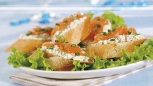 Kanapki z serem i łososiem