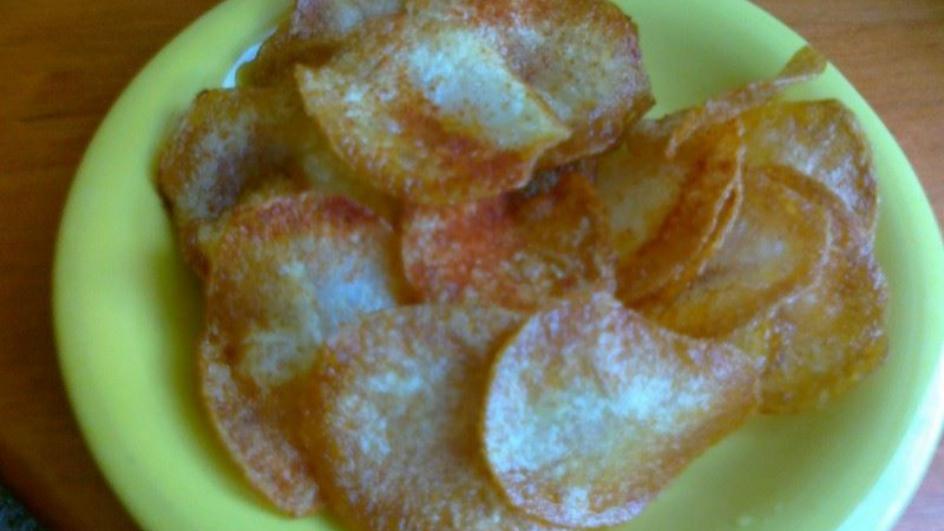 Domowe paprykowe chipsy z młodych ziemniaków