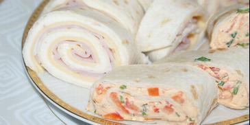 Zawijańce z tortilli z almette, serem i szynką