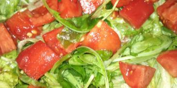 Sałatka z rukolą i pomidorami