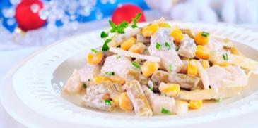 Sałatka śledziowa z kukurydzą i fasolką szparagową