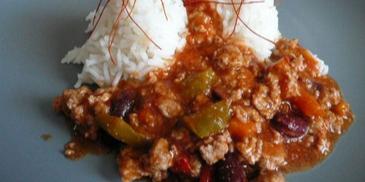 Ryż z pikantnym sosem i z mięsem