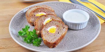 Świąteczna pieczeń z jajkiem
