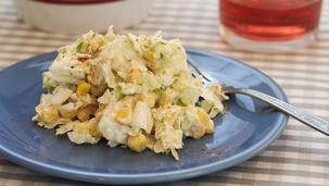 Sałatka z kapusty pekińskiej i kukurydzy