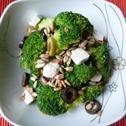 Sałatka z brokuła, sera feta i oliwek