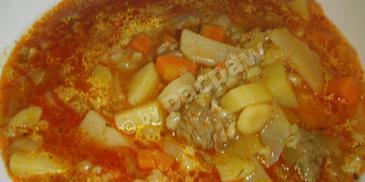 Zupa gulaszowa z kaszą jęczmienną i topinamburem