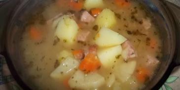 Zupa ziemniaczana z majerankiem i kiełbasą