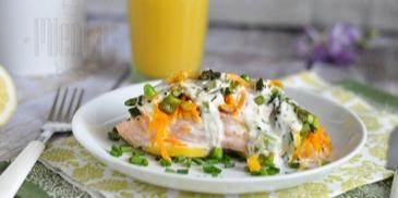 Łosoś zapiekany z warzywami w sosie cytrynowo-szczypiorkowym