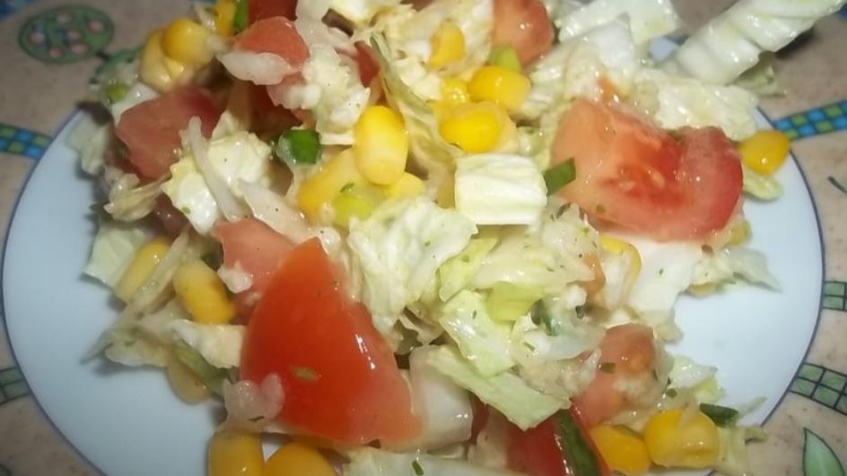 Sałatka z białą rzodkwią i sosem wiosennym