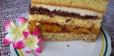 Ciasto z kremem czekoladowo-orzechowym i brzoskwiniami