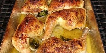Udka z kurczaka w ziołach z dodatkiem szpinaku