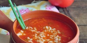 Pikantna zupa pomidorowo-paprykowa z ryżem