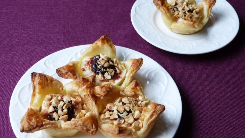 Ciasto francuskie z jabłkami i orzechami