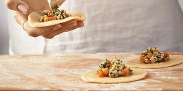 Smażone pierogi z niebieskim serem i dynią