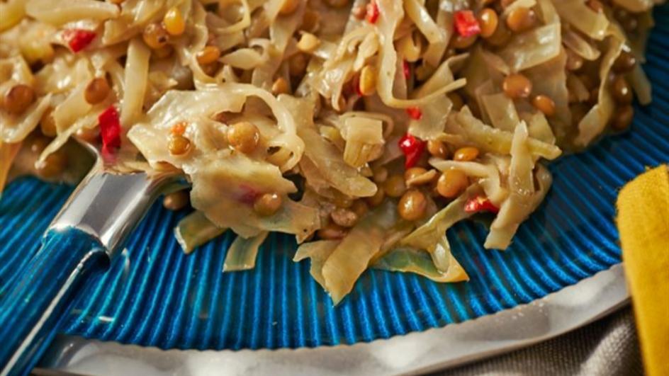 Kremowa kapusta z kolendrą, kminem, chilli i zieloną soczewicą