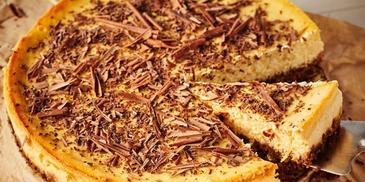 Sernik cytrynowy z gorzką czekoladą na spodzie piernikowym