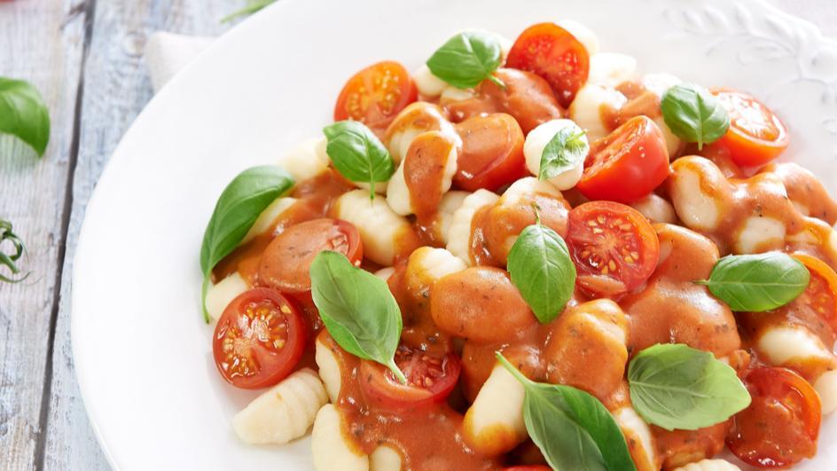 Gnocchii z pomidorami i bazylią