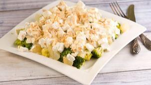 Sałatka z brokułem i gruszką
