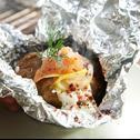 Pieczone ziemniaki faszerowane łososiem