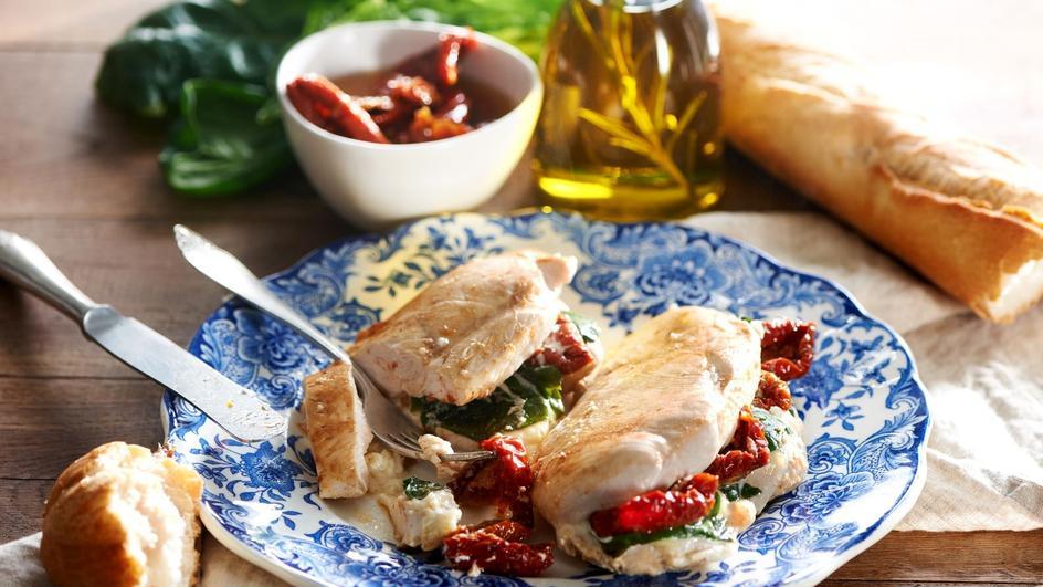 Kieszonki z kurczaka z serem i suszonymi pomidorami