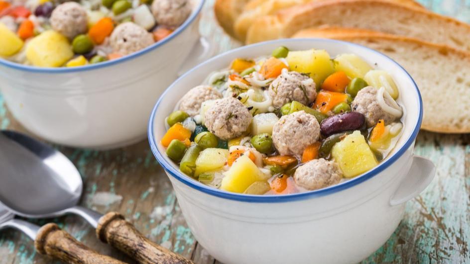 Zupa grochowa z pulpecikami