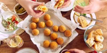 Kuleczki ziemniaczane z serem żółtym