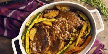 Soczysta karkówka z ziemniakami i grillowanymi warzywami