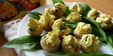 Marynowane pieczarki faszerowane sałatką jajeczno - serową w sosie Curry Winiary