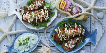 Grillowane bataty z łososiem i gruszką oraz sosem czosnkowym Winiary