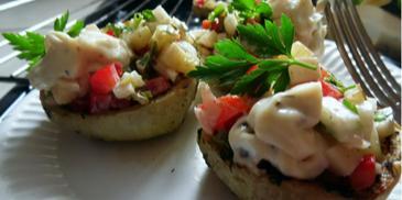 Grillowane kalarepki z sałatką w sosie ziołowym