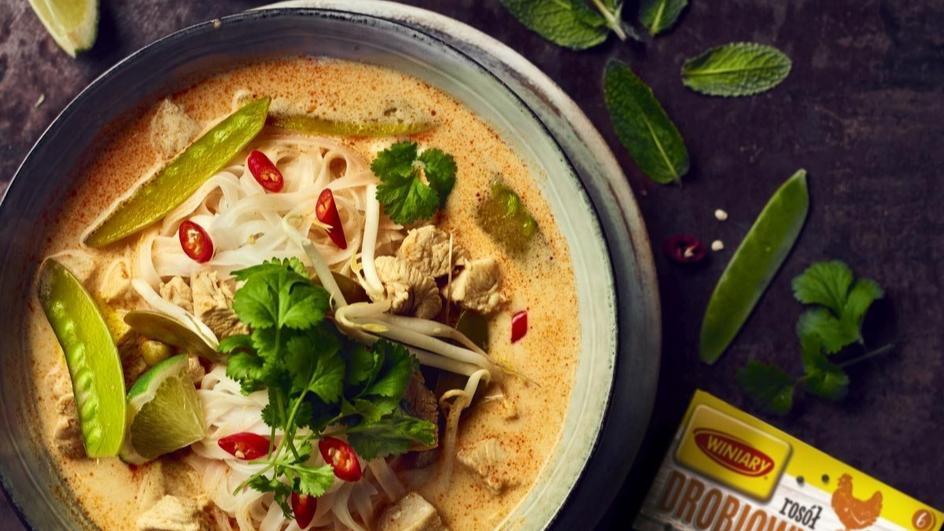 Tajska zupa z mleczkiem kokosowym, groszkiem cukrowym i kolendrą