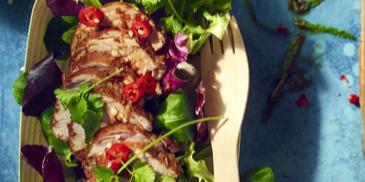 Tajska sałatka z karmelizowaną polędwiczką wieprzową