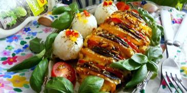 Pierś z kurczaka z warzywami, serem camembert i ziarnami