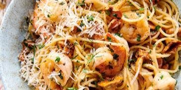 Spaghetti z krewetkami i kurkami