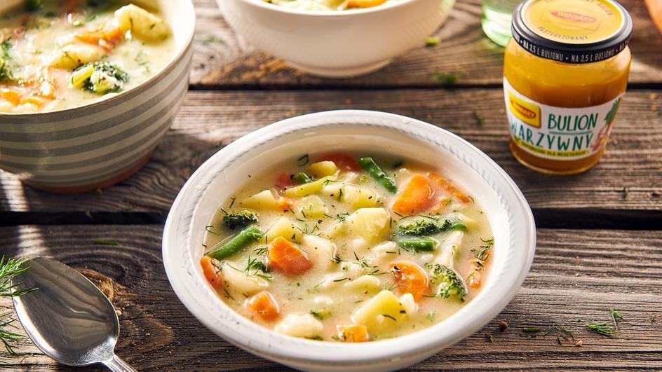 Zupa jarzynowa z młodych warzyw
