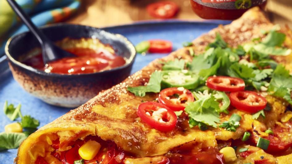 Omlet Tex-Mex z papryką, szynką, pomidorami i kukurydzą