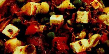 Sałatka z tuńczykiem i serem feta