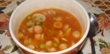 Zupa gulaszowa z parówkami