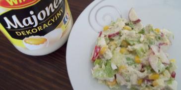 Wiosenna sałatka z wędzoną makrelą i jajkiem