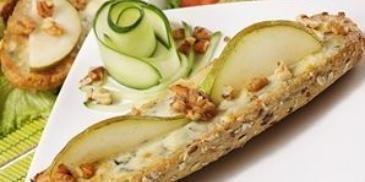 Zapiekanki z serem pleśniowym i orzechami