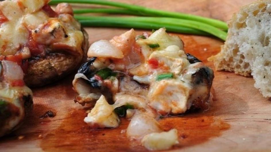Grillowane pieczarki faszerowane serem pleśniowym