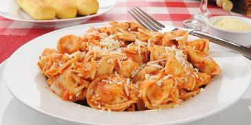 Tortellini z serem z sosem bolońskim