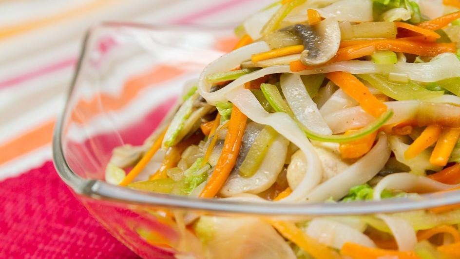 Kapusta pekińska z selerem naciowym na sposób chiński