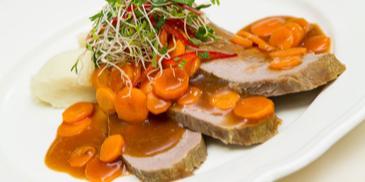 Wołowina z marchewką i ziemniaczane purée