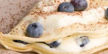 Naleśniki z serkiem waniliowym i owocami