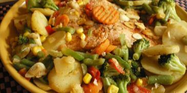 Łosoś na parze z warzywami