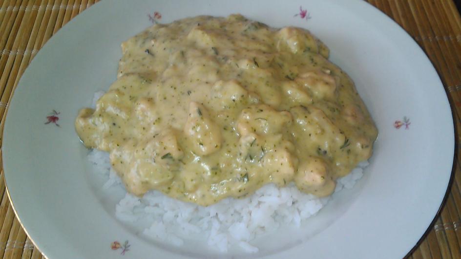 Pierś kurczaka w sosie brokułowo-serowym