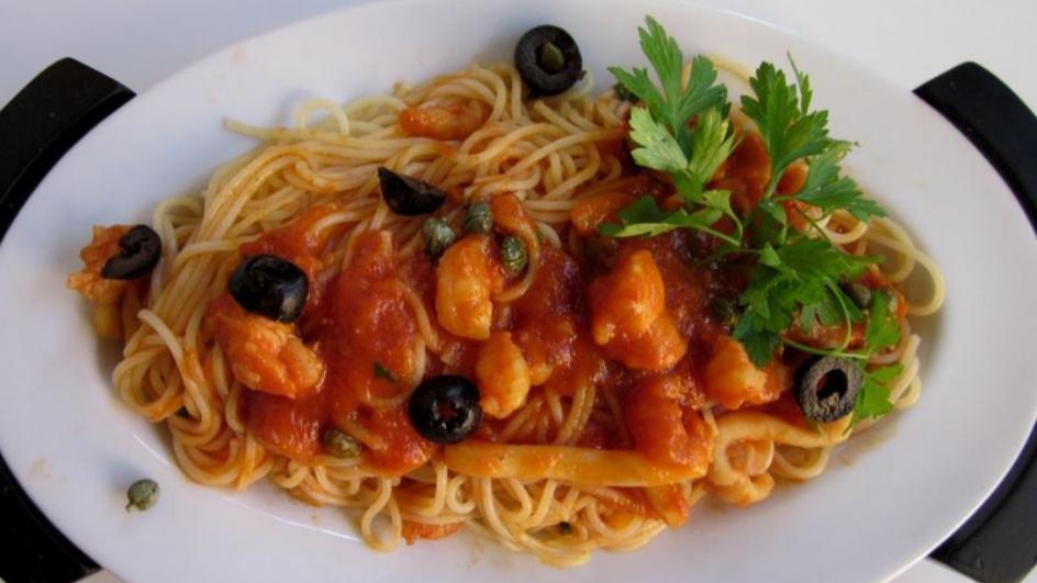 Spaghetti  z owocami morza w pomidorach