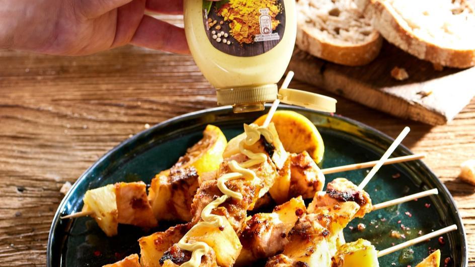 Szaszłyki z ananasem w miodowej marynacie