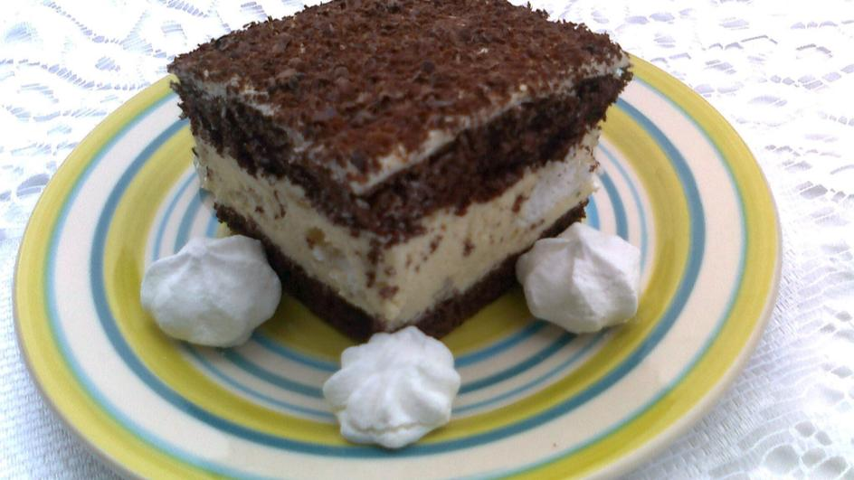 Ciasto z masą chałwową i bezami